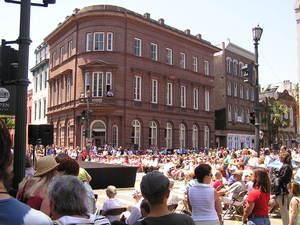 May_27_05_spoleto_crowd
